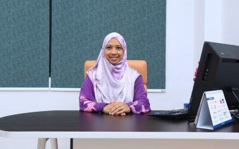 Dr. Azlindarita @ Aisyah Mohd Abdullah